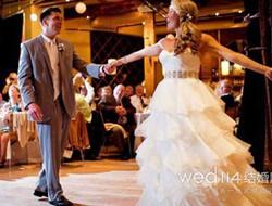 渲染现场美好氛围 婚礼欢快歌曲推荐