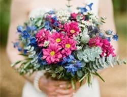 充满艺术气息的文艺新娘手捧花