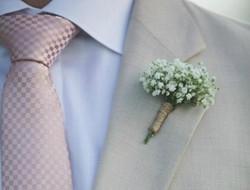 代表纯情的新郎满天星胸花