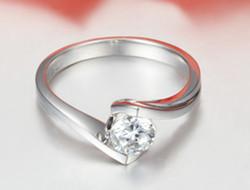 质感超好的新娘美钻 爱的浪漫在指尖绽放