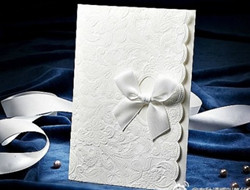 适合冬季婚礼的白色请柬