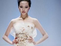 晚礼服的保养方法 根据晚礼服的材质来选择