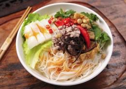 广西特色小吃桂林米粉图片(9张)