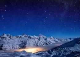 遥不可及的闪亮的星空图片(8张)