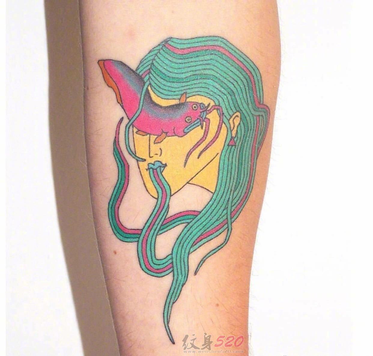 女生手臂上彩绘水彩创意画中画抽象漫画纹身图案