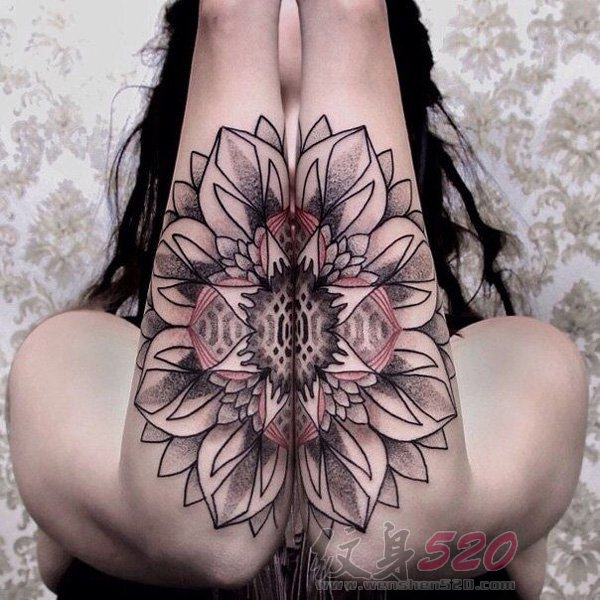 女生手臂上黑色素描点刺技巧创意梵花花纹对称纹身图片