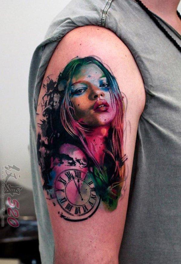 手臂上的彩绘水彩创意个性花臂纹身图案