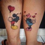 情侣小腿上彩绘水彩创意卡通迪士尼米老鼠纹身图片