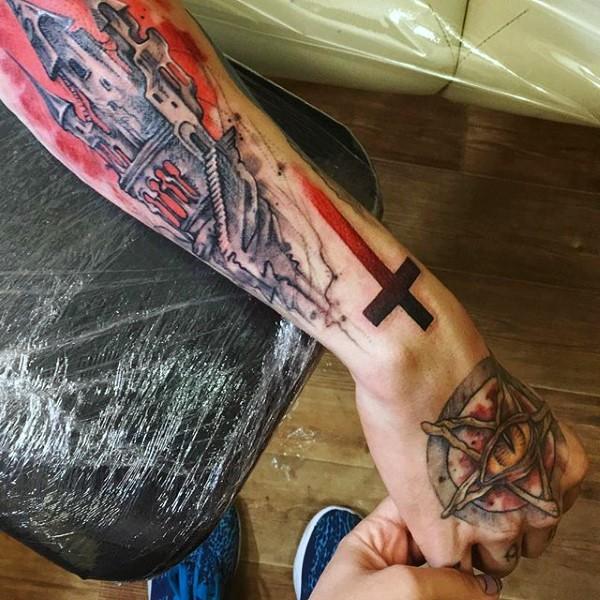 卡通风格彩色神秘教堂与十字架手臂纹身图案