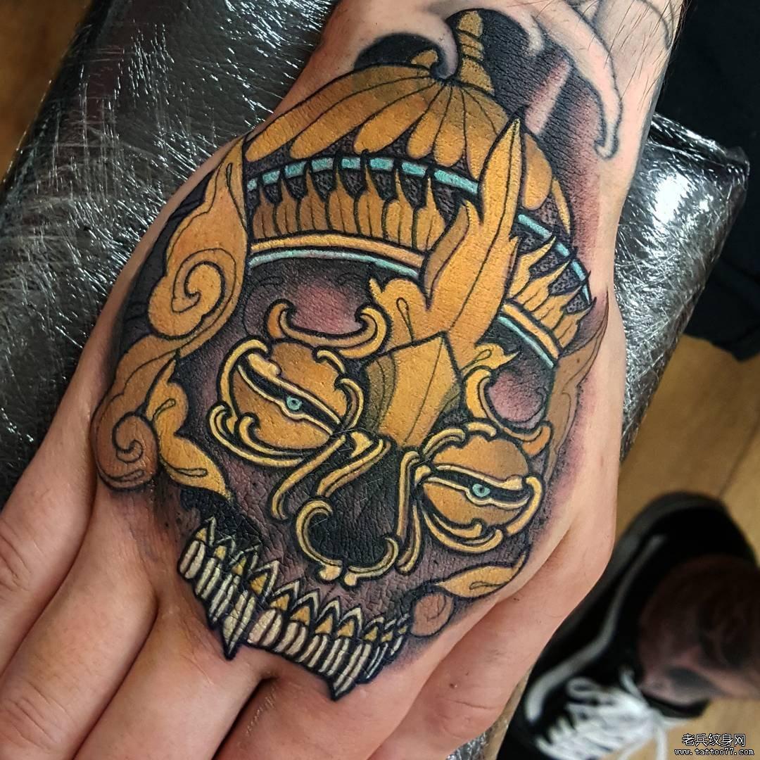 手背彩绘嘎巴拉纹身图案