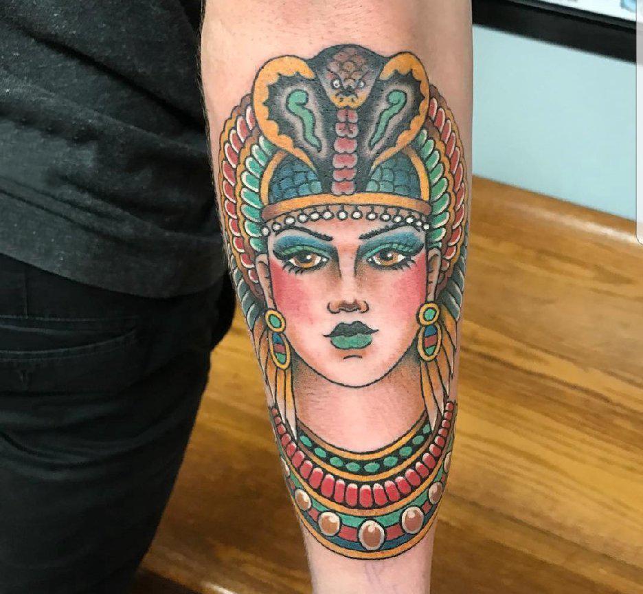 人物肖像纹身 男生手臂上人物肖像纹身图案