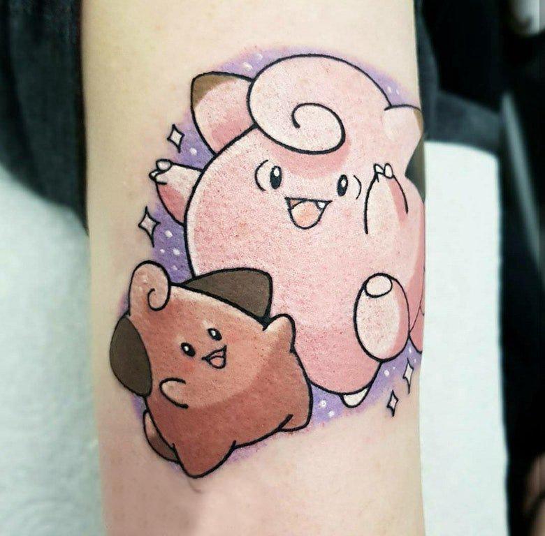 手臂纹身图片 女生手臂上彩色的卡通纹身图片