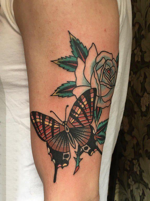 文艺花朵纹身 女生手臂上花朵纹身图片