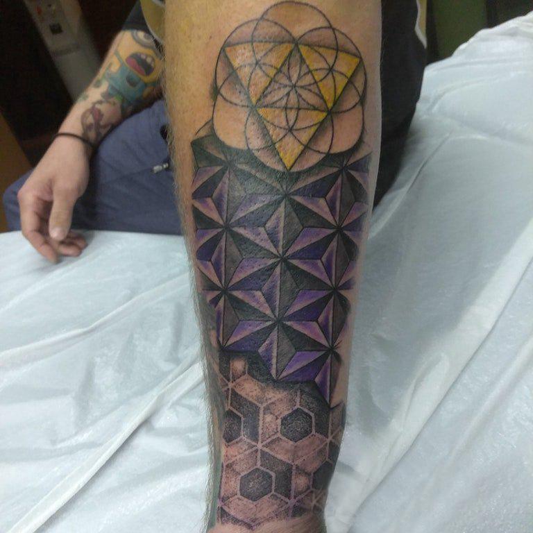 纹身几何 男生手臂上几何纹身图片