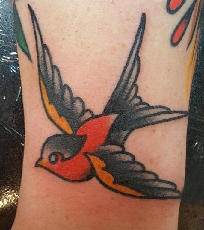 纹身鸟 男生手臂上小鸟纹身图片