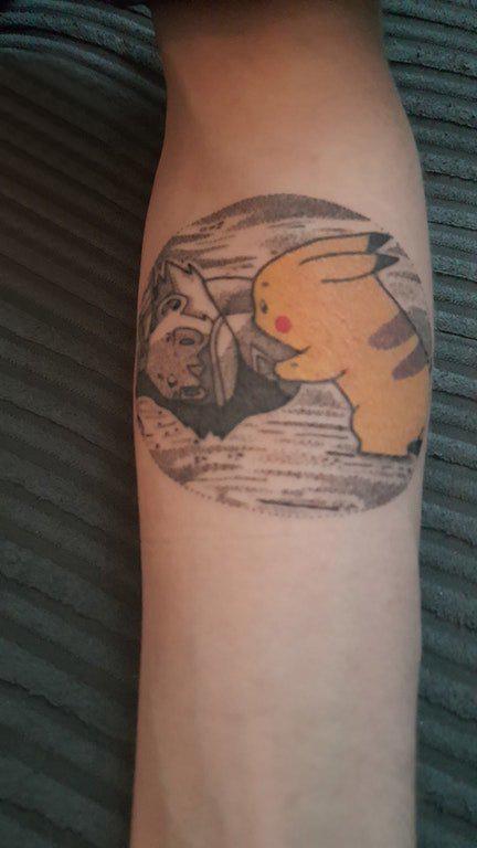 纹身圆形 男生手臂上圆形和皮卡丘纹身图片