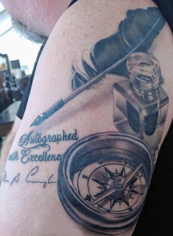 纹身指南针 男生手臂上指南针纹身图片