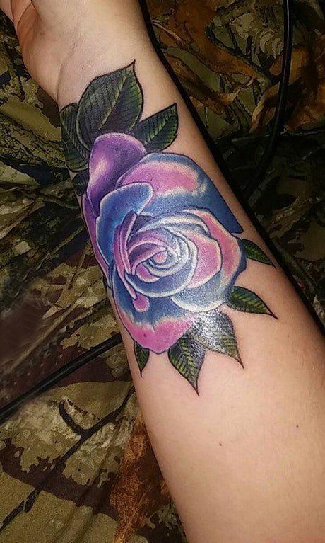 纹身图花朵枝叶  女生手臂上彩绘花朵枝叶纹身图片