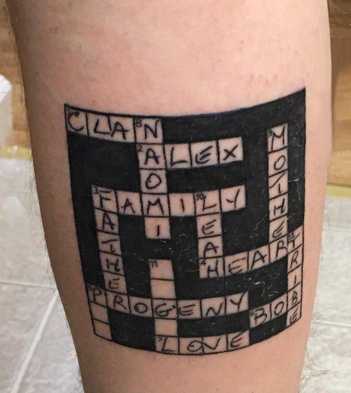 纹身小游戏 男生小腿上黑色的数独游戏纹身图片