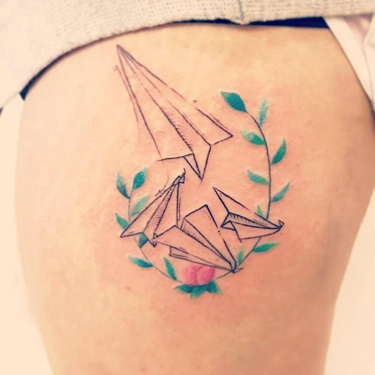 纸飞机纹身 女生大腿上纸飞机纹身图片