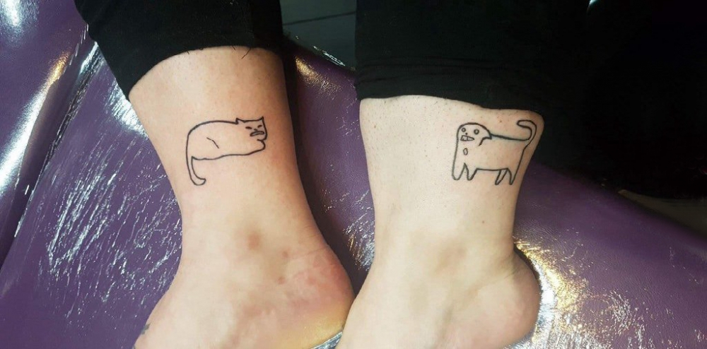 百乐动物纹身 情侣脚踝上猫和狗纹身图片