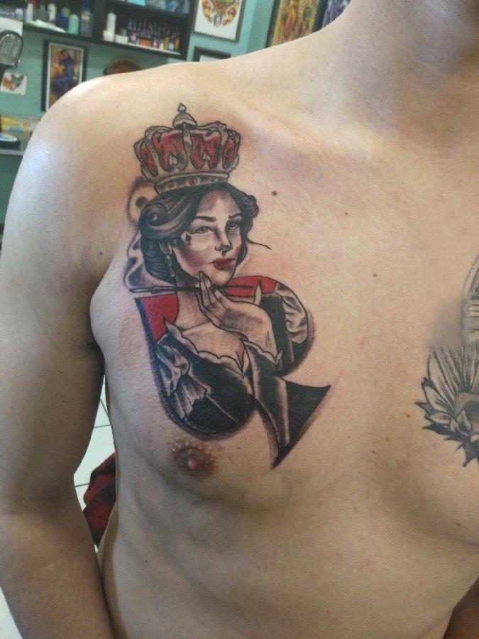 黑桃图案纹身 男生胸上黑桃和人物纹身图片
