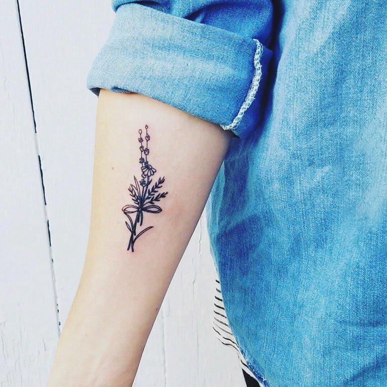 小清新植物纹身 女生手臂上简单的植物纹身图片