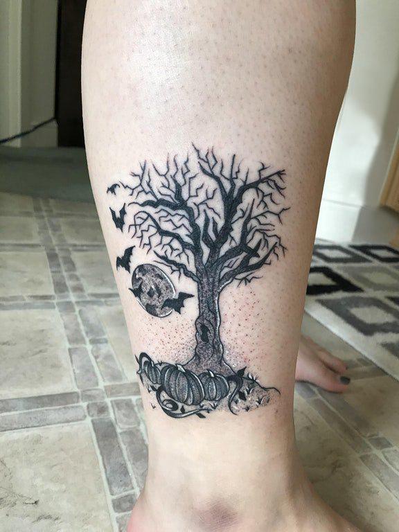 欧美小腿纹身 女生小腿上南瓜和大树纹身图片
