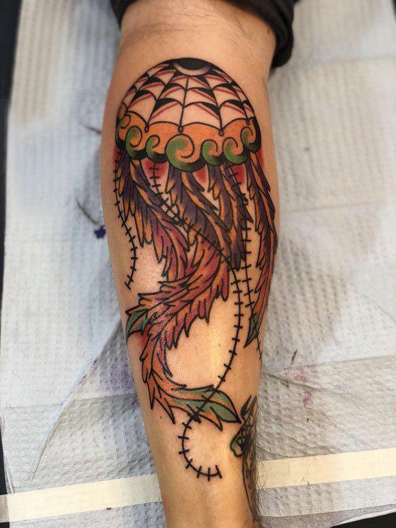 小腿对称纹身 男生小腿上彩色的水母纹身图片