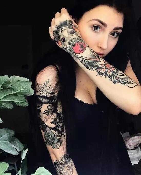 美女魅惑的纹身图案