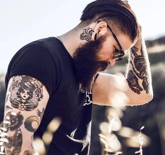 欧美型帅哥潮流的纹身图片