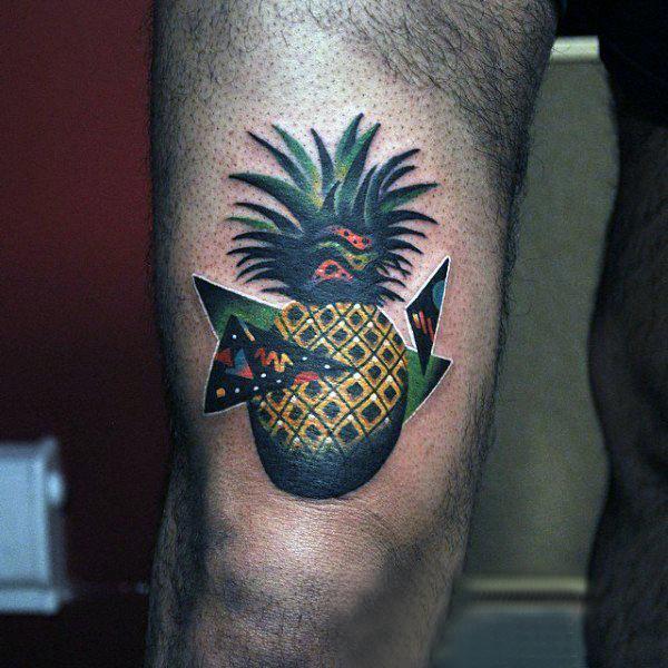 大腿纹身男 男生大腿上三角形和菠萝纹身图片