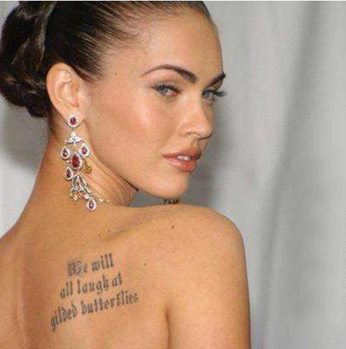 美国纹身明星 梅根福克斯后背上极简的英文纹身图片