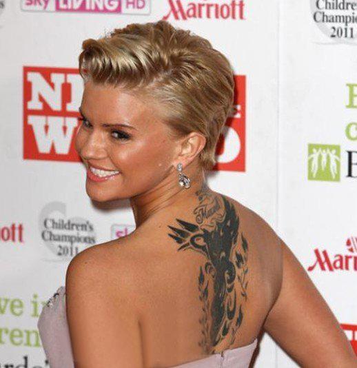 美国纹身明星  明星后背上黑色的动物纹身图片