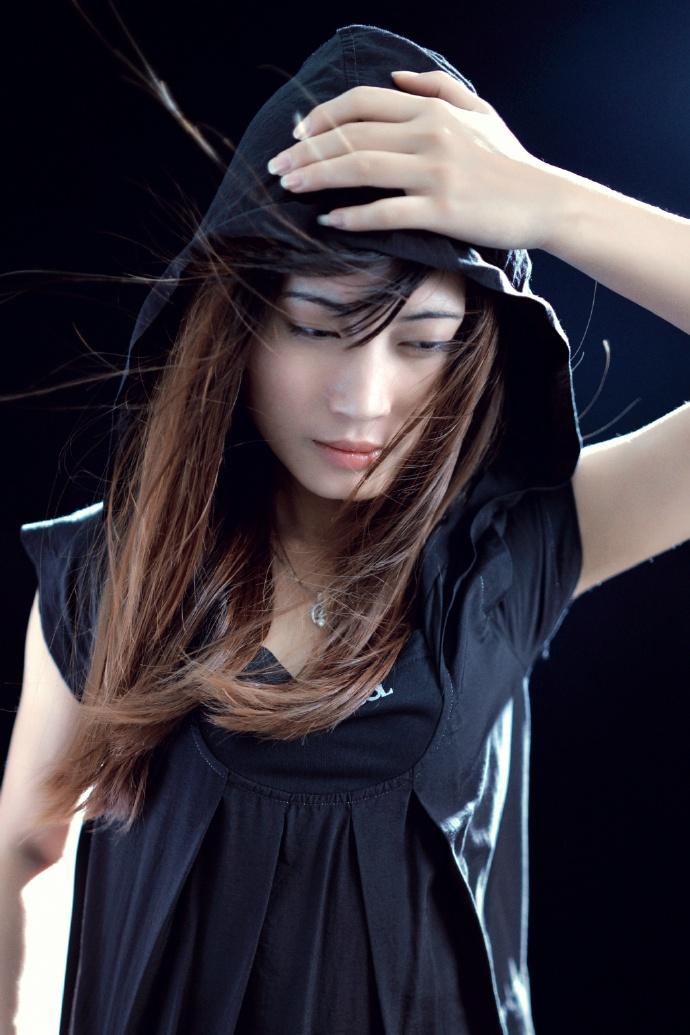 风吹散了你的发梢