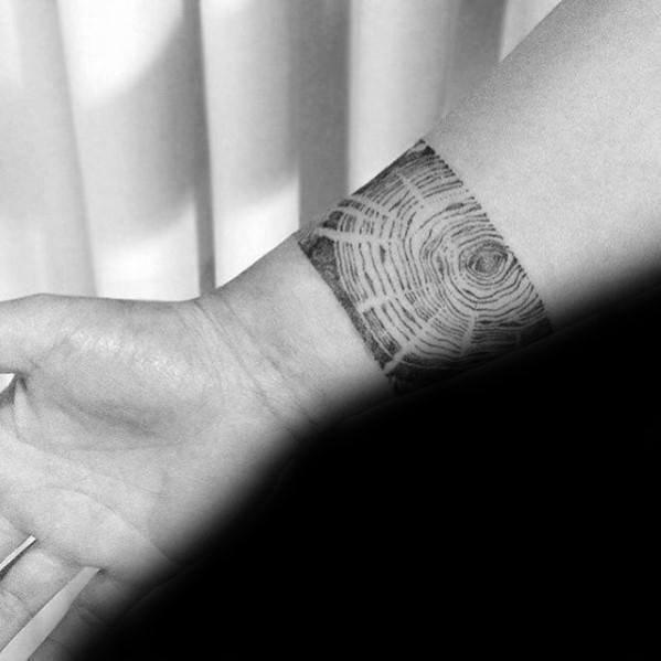 纹身黑色   生命力十足的树木纹身图案