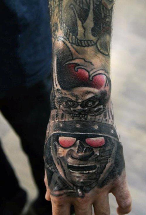 手背纹身   创意写实的手背纹身图案
