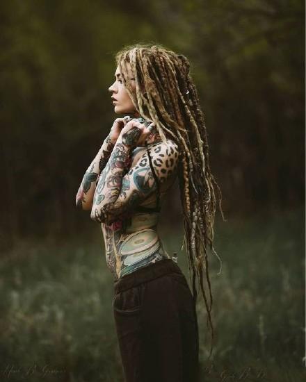 性感纹身美女图片_一组性感又帅气的欧美纹身美女tattoo girls图片