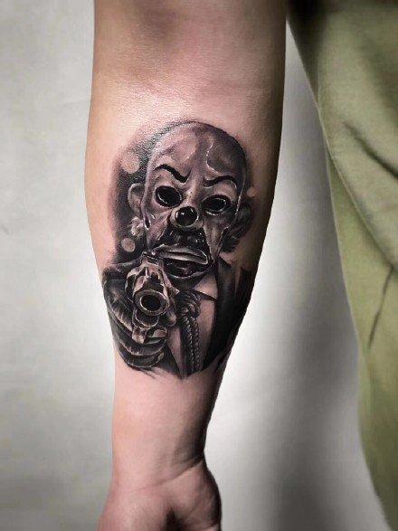 男士胳膊黑灰纹身--一组9张男性好看的手臂黑灰纹身图案作品欣赏