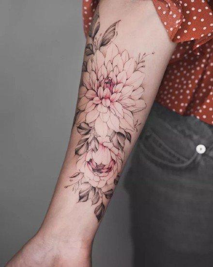 素花纹身--15张适合女性的性感又漂亮的素花纹身图案图片