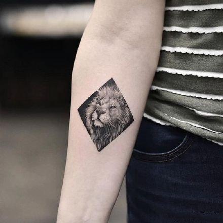 9款适合狮子座的小狮子纹身图片