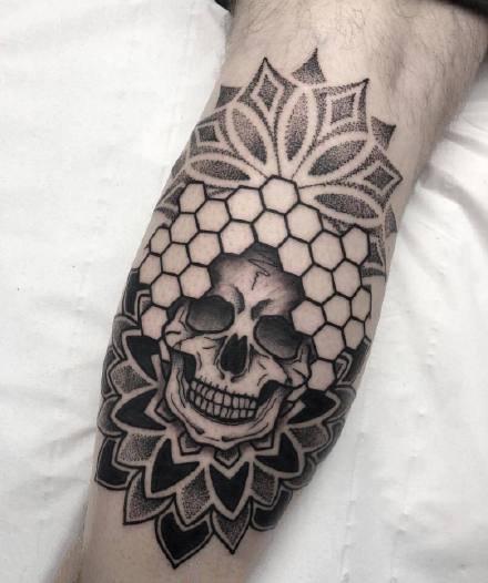 手肘纹身 小臂手肘处的9款黑色点刺梵花纹身图片
