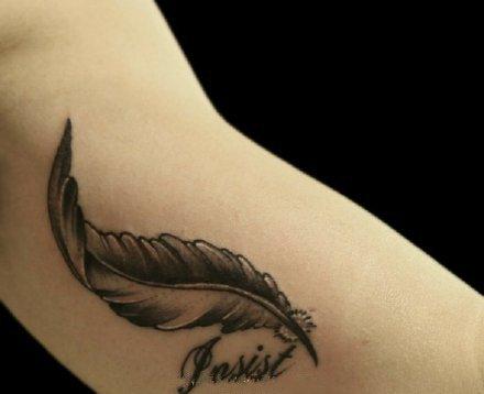 小清新的9张羽毛纹身图片赏析