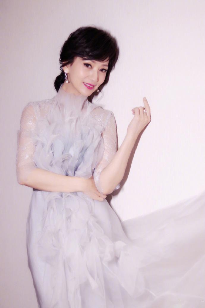 赵雅芝素颜薄纱长裙优雅性感写真图片