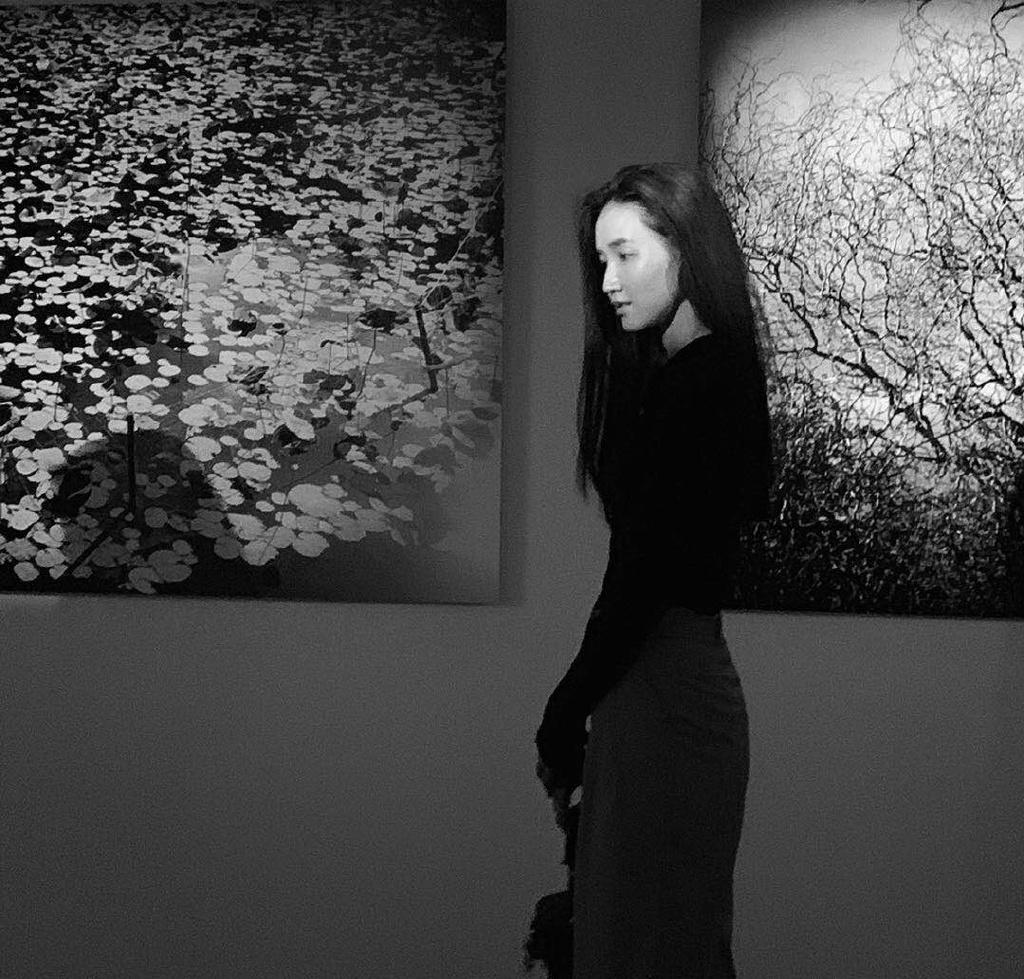 周开开文艺性感黑白写真