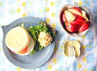 火腿蛋堡搭配苹果营养又美味