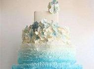 唯美清新的渐变色系慕斯蛋糕图片
