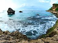 碧波荡漾的海岸岛屿风景图片