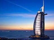 俯拍迪拜城市夜间唯美风景图片