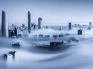 迪拜楼顶雾中仙境风景图片
